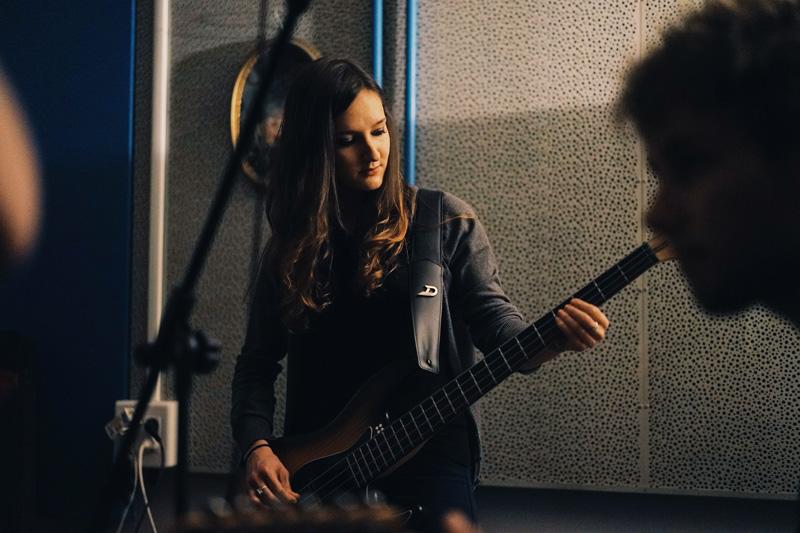 hot societe bassplayer electric bass sandberg california TT4
